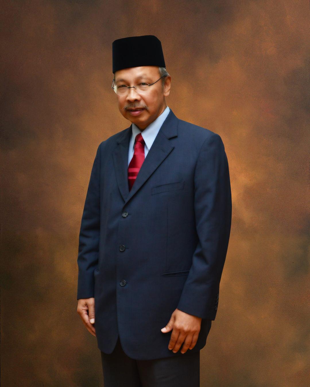 YBhg. Dato' Prof. Emeritus Dr. Makhdzir bin Mardan